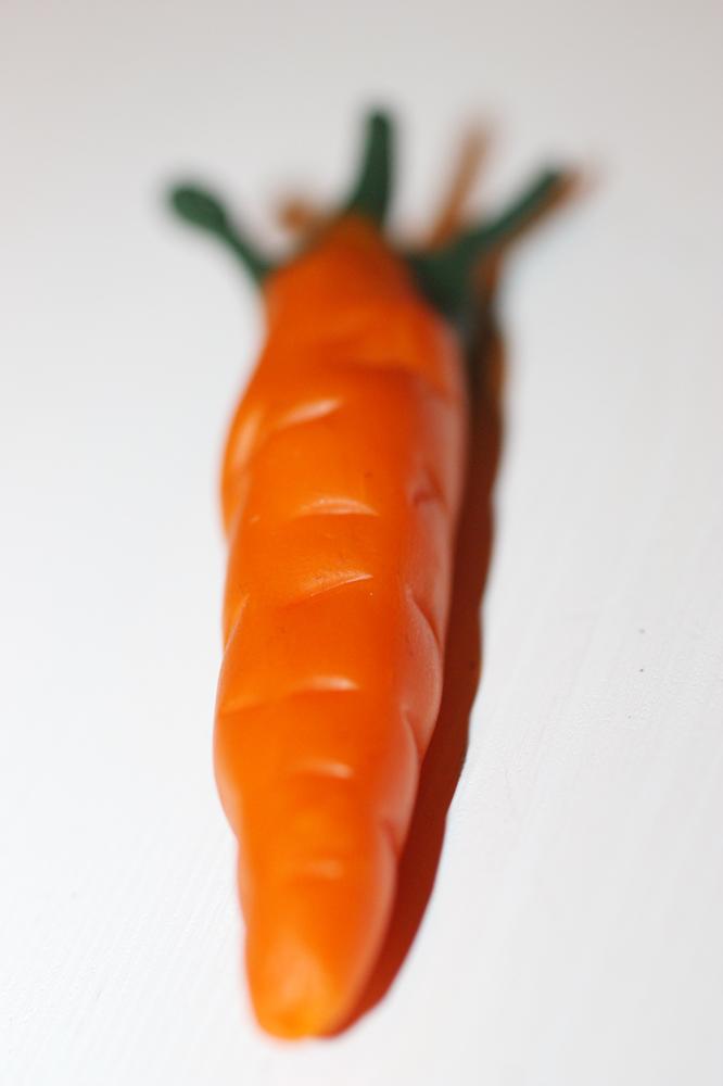 Морковче, което веднага беше сложено в устата...