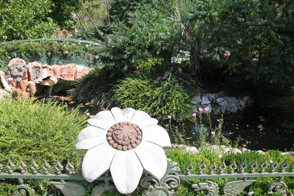 Каменно цвете, някога част от цялата композиция на замъка на Рачо в София